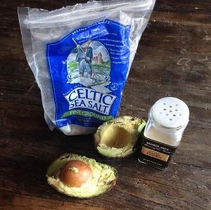 Avocado with salt and garlic